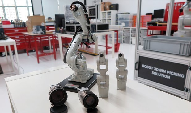 SODA's industrial cameras and miniature robot models